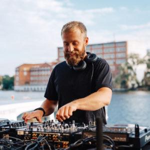DJ (500,00€)