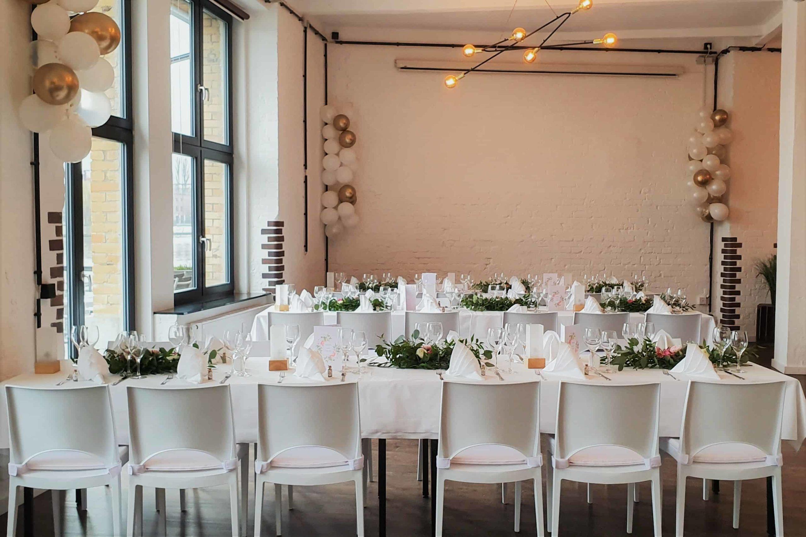 <div><strong>ALVA Lounge</strong><br>20-60 Personen<br><br>800 € Raummiete<br><span class='text-sm'>zzgl. Nebenkosten</span></div>