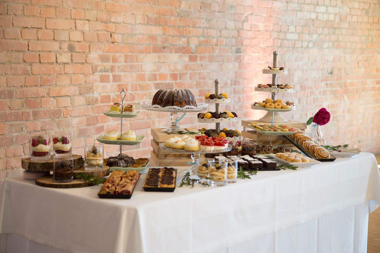 <div>Kuchen, Torten & Candy Bar</div>
