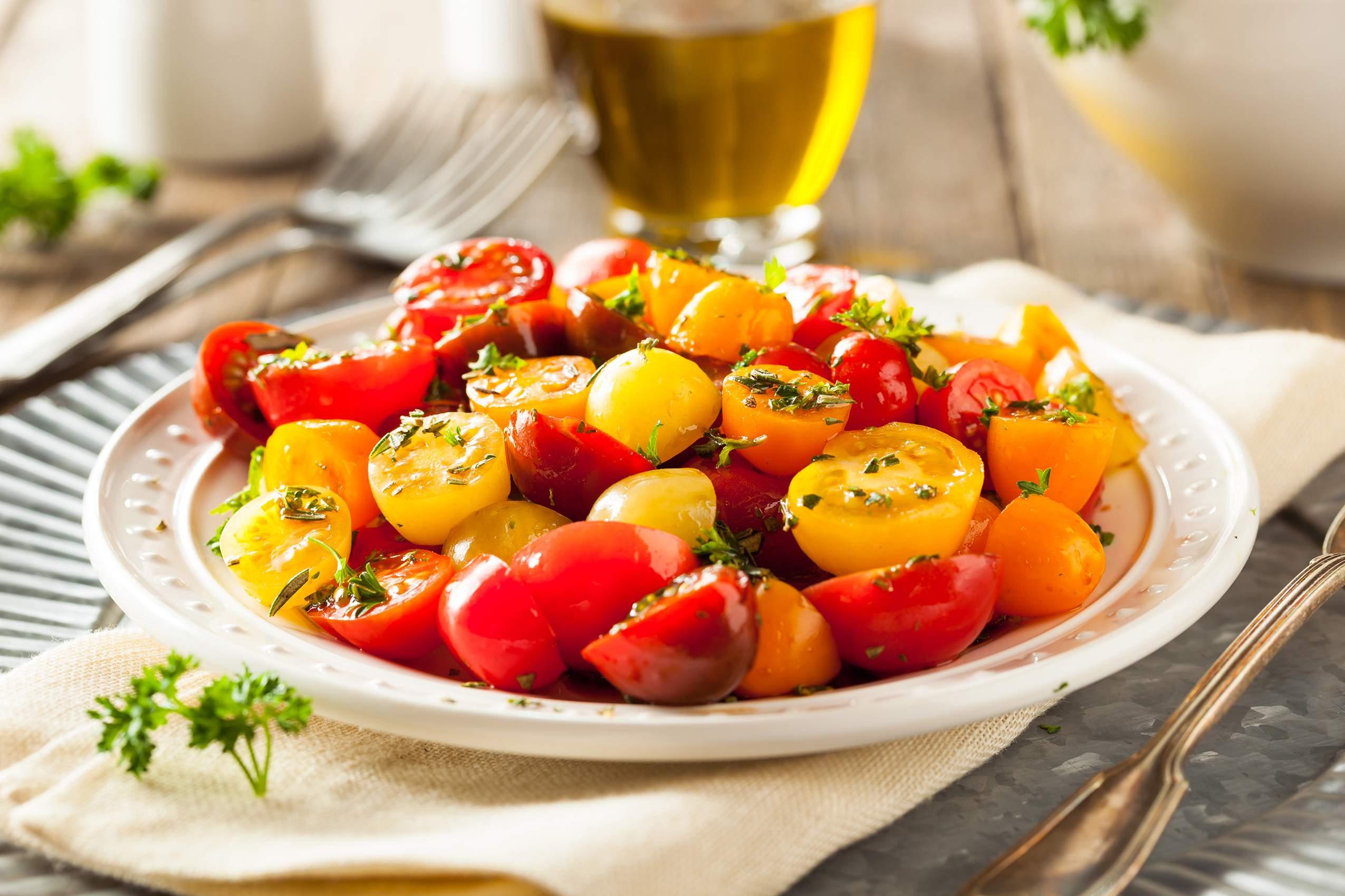 raw-organic-cherry-tomato-salad-PXNLV3L